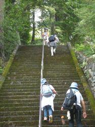 神社への階段.jpg